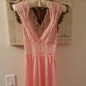 VANITY FAIR PEACH COLORED NIGHTGOWN AND ROBE